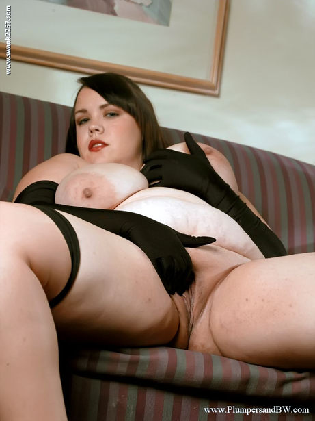 Fat chick isabelle lane spreading legs in black gloves and stockings